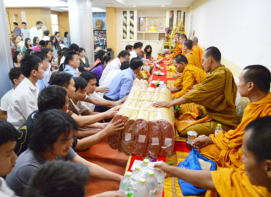 Give food to a Buddhist monk in New Year ceremony